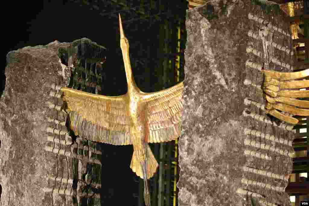На многих здесь один крест с рвущимся в небо журавлем, которому не суждено взлететь.