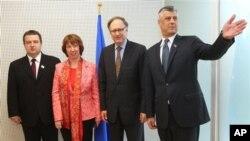 Ivica Dačić, Ketrin Ešton,Aleksander Veršbou i Hašim Tači posle sklapanja sporazuma u Briselu