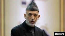 Tổng thống Afghanistan Hamid Karzai phát biểu tại hội đồng bô lão Afghanistan tại Kabul.