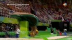 Чому гімнастка США Сімон Бейлс відкинула запрошення престижник університетів і поступила до онлайн коледжу. Відео