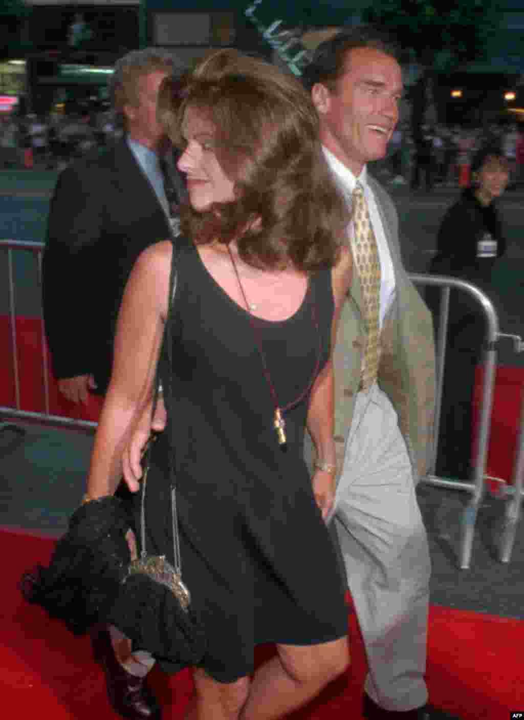 Мария Шрайвер и Арнольд Шварценеггер прибыли на мировую премьеру нового фильма «Водный мир», 26 июля 1995г.