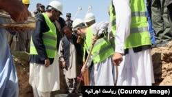 اجرایي رئیس عبدالله عبدالله د دغې فابریکې تهداب کېښود