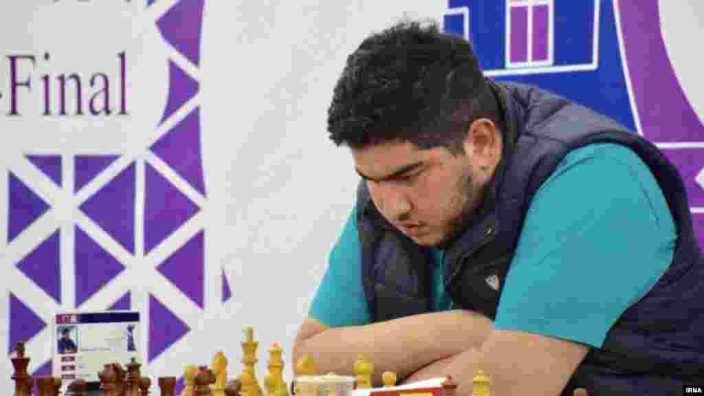 پرهام مقصودلو شطرنج باز ایرانی موفق شد مدال طلای رقابتهای جهانی در رده سنی زیر بیست سال را نصیب خود کند.