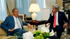 US Secretary of State John Kerry, right, meets with Russian Foreign Minister Sergei Lavrov, May 27, 2013, in Paris