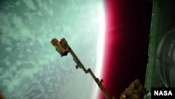 ນັກບິນອະວະກາດ NASA ຂອງ ສະຫະລັດ ທ່ານ Scott Kelly ກໍໄດ້ຖ່າຍພາບຂອງເຫດການດ້ວຍກ້ອງຖ່າຍຮູບ ໃນຂະນະທີ່ທ່ານກຳລັງປະຕິບັດໜ້າທີ່ຢູ່ເທິງສະຖານີ ອະວະກາດ ນານາຊາດ. 23 ມິຖຸນາ 2015