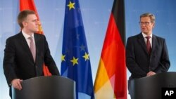 Crnogorski i nemački ministar inostranih poslova, Igor Lukšić i Gvido Vestervele, na konferenciji za novinare u Berlinu