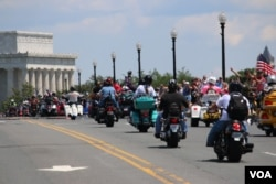 FILE - Participants drive toward the Lincoln Memorial the Rolling Thunder 'Ride for Freedom' in Washington, May 25, 2014. (Brian Allen/VOA)