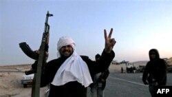 Phe phản đối ông Moammar Gadhafi với sự hậu thuẫn của các đơn vị quân đội đào ngũ đã chiếm được miền đông của Libya