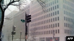 暴风雪中的华盛顿变成一座空城