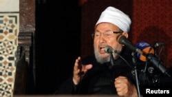 ທ່ານ Sheikh Yusuf al-Qaradawi ຊາວອີຈິບທີ່ນັກບວດມຸສລິມນິກາຍ Sunni, ປະທານຂອງສະຫະພາບນັກປັນຍາຊົນມຸສລິມສາກົນ ກ່າວຄໍາປາໄສ ໃນໄລຍະ ທີ່ມີການໄຫວ້ພະໃນວັນສຸກ ກ່ອນຈະມີການປະທ້ວງຕໍ່ຕ້ານ ປະທານາທິບໍດີ Assad ທີ່ວັດອິສລາມແຫ່ງນຶ່ງ ໃນກຸງໄຄໂຣຂອງອີ່ຈິບ ໃນວັນທີ 28 ທັນວາ 2012.