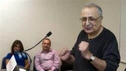 آمريکايی ايرانی تبار پس از دو سال تحمل زندان در ايران به آمريکا بازگشت