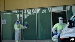 L'Espagne a enregistré 838 morts du coronavirus en 24 heures