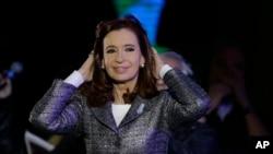 Presiden Argentina Cristina Fernandez dalam sebuah acara kenegaraan di Buenos Aires (25/5). (AP/Natacha Pisarenko)