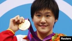 被質疑成績的16歲中國游泳女選手葉詩文星期六獲得奧運金牌