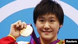 中国游泳选手叶诗文赢得400米个人混合泳比赛的金牌