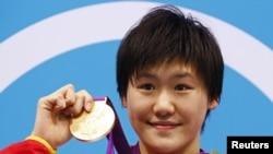 Cô Diệp Thi Văn đã bơi 50 mét cuối cùng nhanh hơn cả vận động viên Ryan Lochte trong cự ly cùng loại của nam
