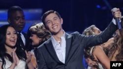 """Fituesi i programit """"American Idol"""" hedh në treg albumin e tij të parë"""