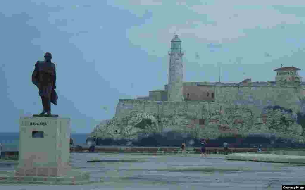 Hải đăng của bến cảng Havana (ảnh Bùi Văn Phú)