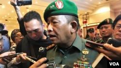 """Pangdam III Siliwangi Tri Soewandono berbicara keoada wartawan usai rapat evaluasi satu tahun """"Citarum Harum"""" di Bandung, Selasa (15/1). (Foto: VO"""