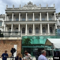 The venue for Iran nuclear talks, the Palais Coburg Hotel, Vienna, Austria, June 27, 2015. (Brian Allen/VOA)