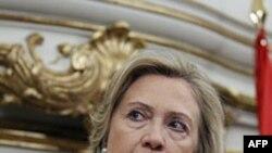 Sekretarja Klinton në Spanjë: Gadafi të largohet