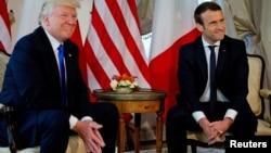 Les présidents français et américain, Emmanuel Macron et Donald Trump, lors du sommet de l'Otan à Bruxelles, en Belgique, le 25 mai 2017.