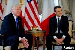 Les présidents français et américains, Emmanuel Macron et Donald Trump, lors du sommet de l'Otan à Bruxelles, en Belgique, le 25 mai 2017.