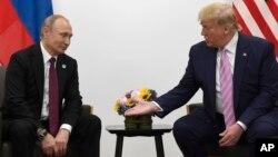 Ông Putin và ông Trump trong cuộc gặp hôm 28/6.