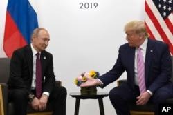 지난해 6월 일본 오사카에서 주요20개국(G20) 정상회의가 열린 가운데 도널드 트럼프 미국 대통령과 블라디미르 푸틴 러시아 대통령이 양자회담을 열었다.