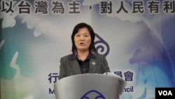 台湾行政院陆委会发言人吴美红3月7日在记者会上(美国之音申华拍摄)