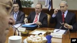 Perdana Menteri Israel Benjamin Netanyahu (paling kanan) menuduh pemimpin Hamas serukan penghancuran Israel pada rapat akbar Sabtu di Gaza. (Foto: AP/Ammar Awad)