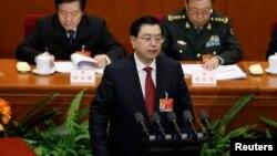 中国人大常委会委员长张德江(中)。