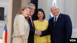 Piñera, junto a la primera dama, Cecilia Morel, recibieron en el Palacio de La Moneda al jefe de Estado de Panamá, Ricardo Martinelli, y a su esposa, Marta Linares.
