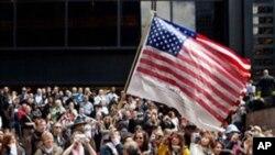 美国民众在世贸大楼原址悼念9/11