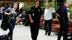 Nhân viên an ninh triển khai tại Sân bay quốc tế New Orleans sau vụ tấn công.