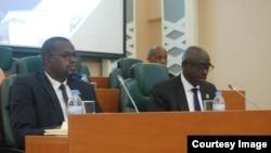 Ministre w'ubutabera Johnson Businge(Iburyo)