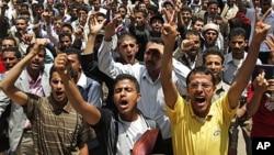 9月18日,也门学生高呼口号,要求总统萨利赫辞职