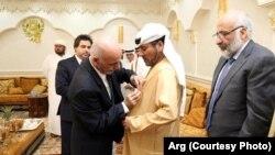 رئیس جمهور غنی حین اعطا مدال