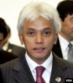 Menko Perekonomian, Hatta Rajasa membantah bahwa pemerintah mengabaikan pembangunan infrastruktur.