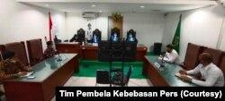 Suasana saat majelis hakim membacakan putusan gugatan blokir internet pada Rabu, 3 Juni 2020. (Foto: Tim Pembela Kebebasan Pers)