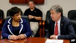 Loretta Lynch decide escuchar el reporte de lo sucedido en Orlando de primera fuente y viaja a Orlando.