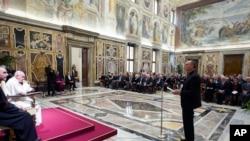 """El papa Francisco dijo estar conmocionado, """"no entiendo estas cosas, hechas por seres humanos""""."""
