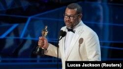 جوردن پیل برای فیلم Get Out جایزه بهترین سناریوی اصیل را دریافت کرد، نخستین برنده سیاهپوست این جایزه در تاریخ اسکار