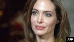 Angelina Jolie Yönetmenliğe Soyundu