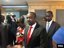 Nelson Chamisa, leader of of the Movement for Democratic Change Alliance(MDC), speaks to reporters in Harare, Zimbabwe, July 12, 2018. Chamisa is expected to meet with members of the Zimbabwe Electoral Commission over a presidential ballot paper which he says gives an unfair advantage to President Emmerson Mnangagwa. (S. Mhofu/VOA)