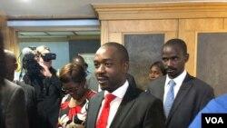 Nelson Chamisa, kiongozi wa muungano wa upinzani Zimbabwe (MDC), akiongea na waandishi wa habari Harare, Zimbabwe, Julai 12, 2018.