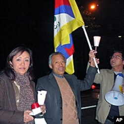 藏人曲邓( 左)汉人刘因全(中)
