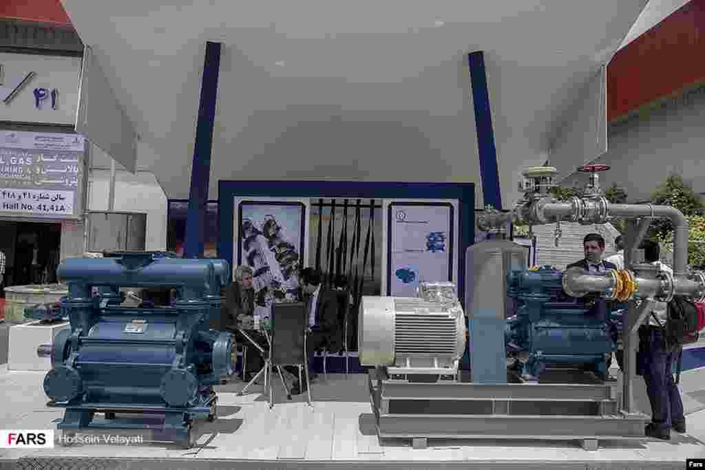 یست و دومین نمایشگاه بین المللی نفت، گاز، پالایش و پتروشیمی در تهران برگزار شد. عکس: حسین ولایتی