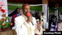 Hussein Rajabu mwenyekiti wa chama cha CNDD-FDD, akihutubia mkutano wa hadhara