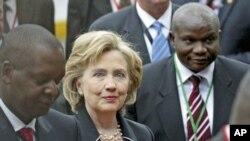 Secretária de Estado Hillary Clinton participa no encerramento do Forum da AGOA na Zambia